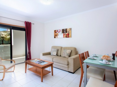 1 Bedroom Apartment in Olhos d'Agua near Beach
