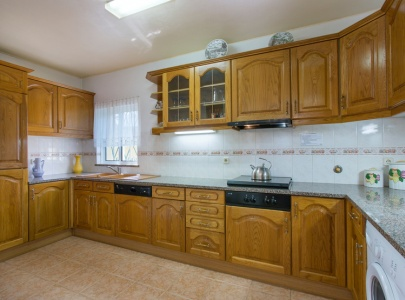 3 Bedroom villa with pool, near beach, BBQ, Free Wi-Fi, Sesmarias, Albufeira