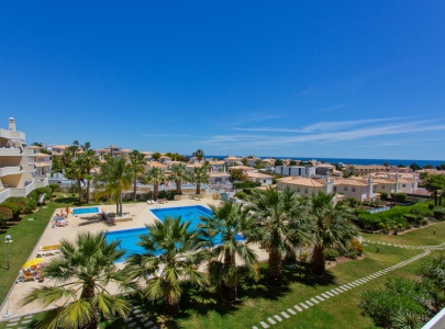 *NEW* Superb 3 bed apartment with pool and sea view