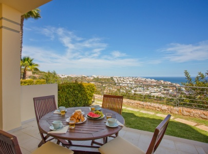 *NEW* Superb 4 bed townhouse with sea view, pool & BBQ