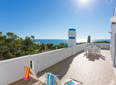 Beautiful Apartment with Sea Views near Oura Beach, Albufeira