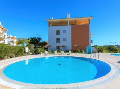 Fabulous South Facing Apartment with Terrace near Pool, Albufeira
