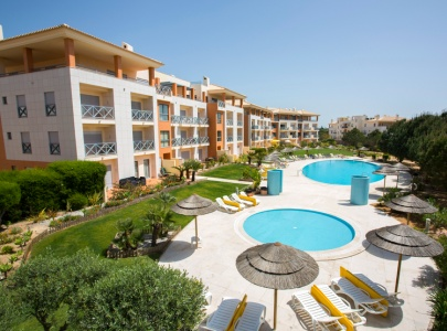 Large Family Poolside Apartment, Parque da Corcovada, Albufeira