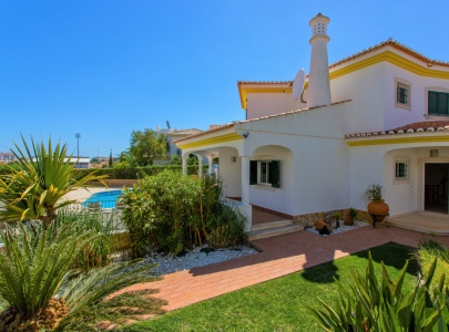 Stunning 4 bedroom villa with pool & BBQ in Albufeira